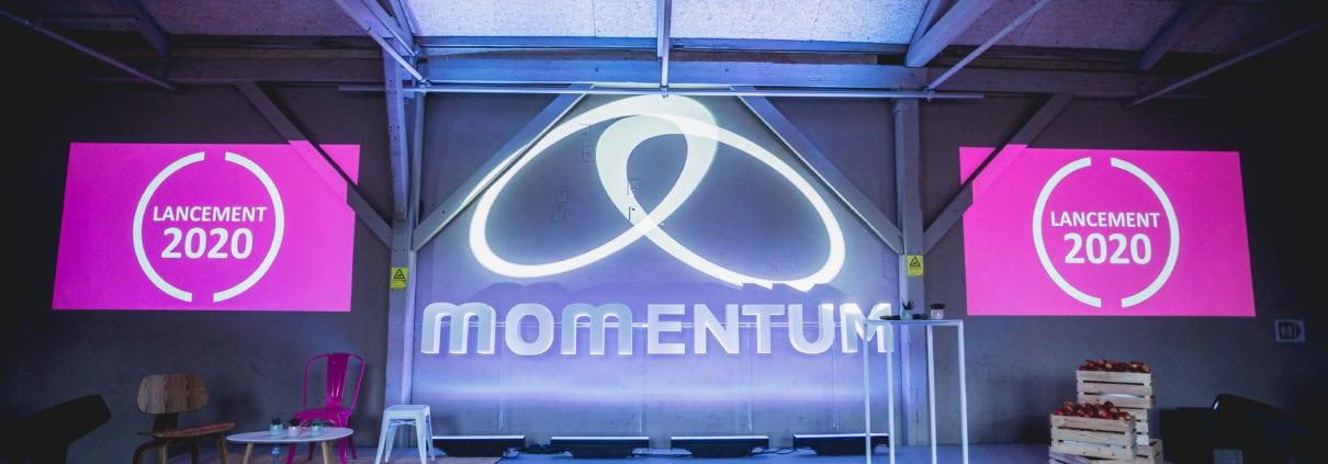 Lettres autoportantes momentum