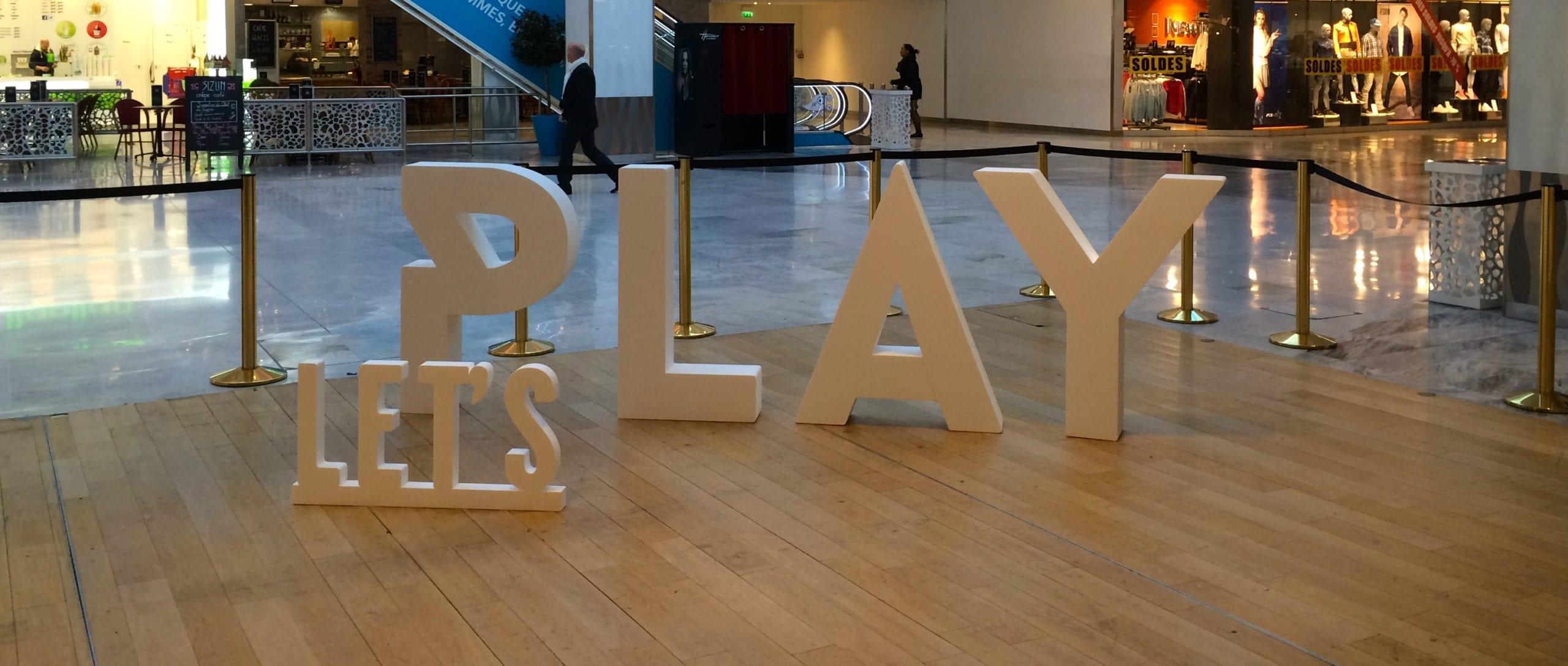 lettres blanches en polystyrène lets play