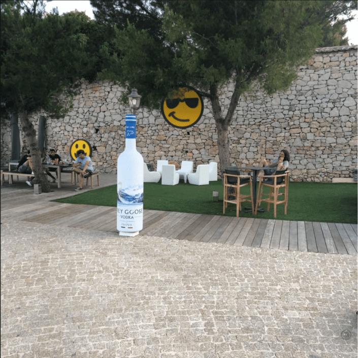 objet-sur-dimensionne-bouteile-factice-vodka
