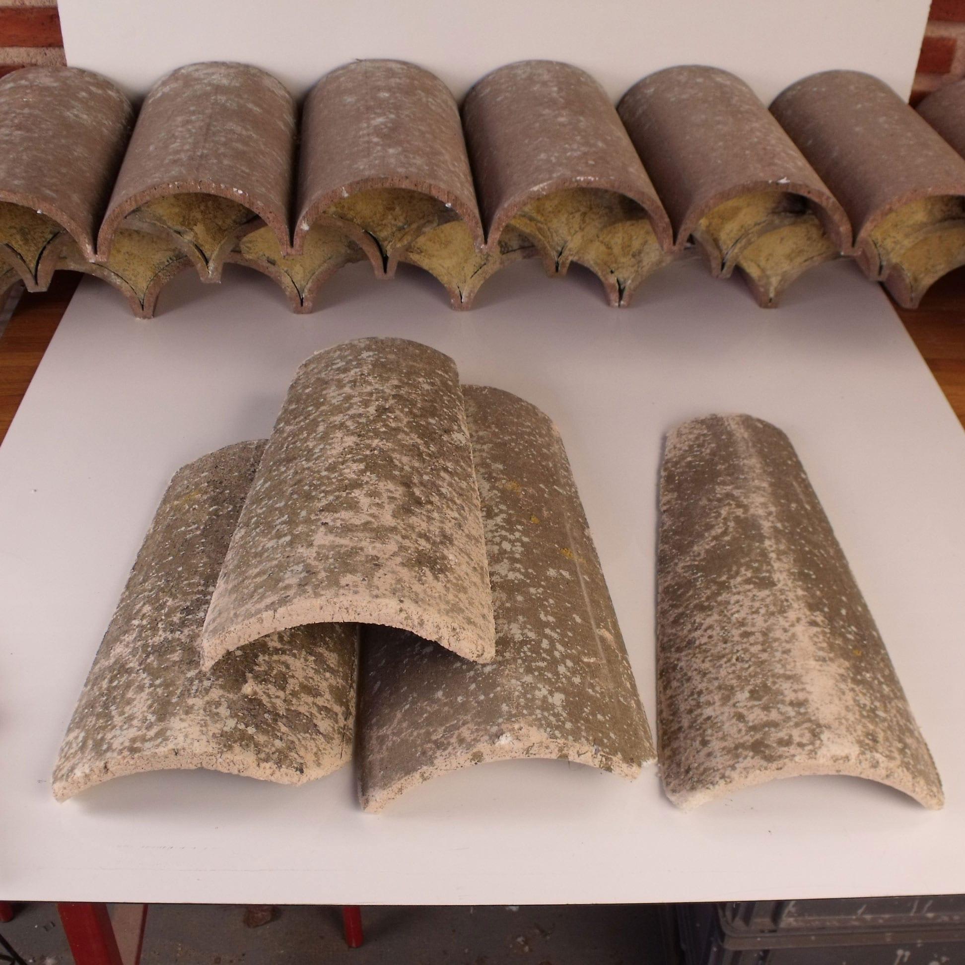 objets-en-polystyrène-factices-fausses-tuiles